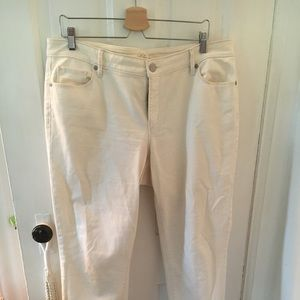 White curvy cropped jeans